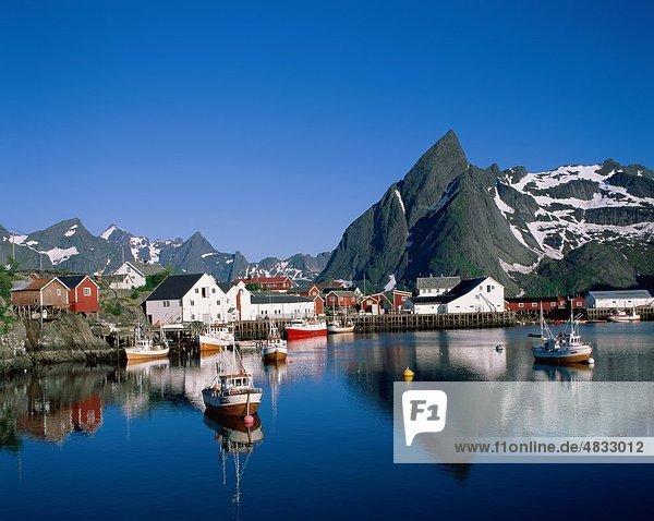 Europa Urlaub Reise Spiegelung See Norwegen Insel Sehenswürdigkeit Lofoten Reine Skandinavien Tourismus