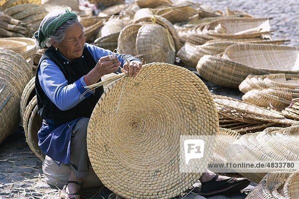 Asien  Körbe  Zuckerrohr  China  Dali  Holiday  Landmark  Making  Markt  Provinz  Tourismus  Reisen  Urlaub  Frau  Yunnan