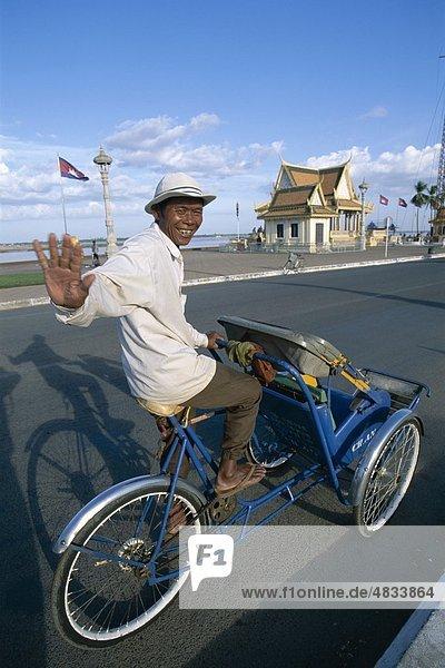 Kambodscha  Asien  Cyclo  Treiber  Holiday  Landmark  Phnom Penh  Straßenszene  Tourismus  Reisen  Ferienhäuser