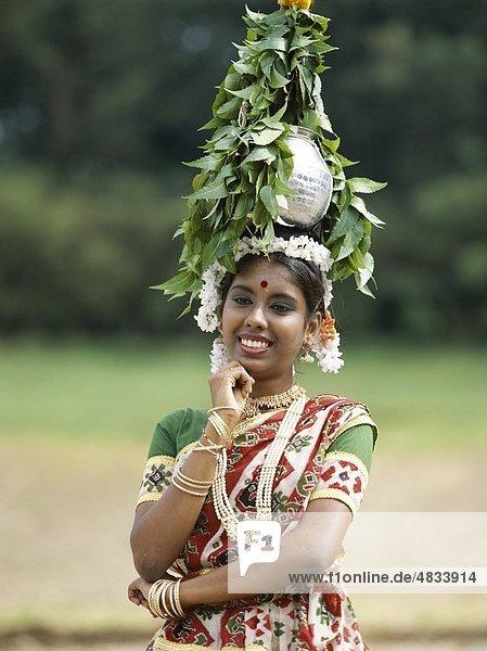 Durchführung  Kopf  Holiday  Indien  Asien  Jaipur  Jar  Landmark  Modell  Rajasthan  veröffentlichten  Rural  Sari  Szene  Tourismus  Reisen  Va