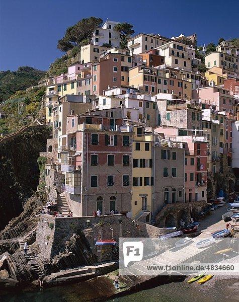Cinqueterre  Küsten-  Holiday  Italien  Europa  Landmark  Ligurien  Riomaggiore  Tourismus  Reisen  Urlaub  Ansicht  Dorf