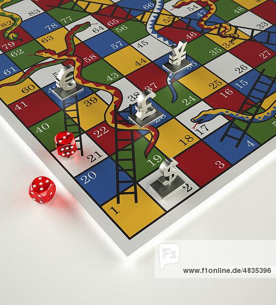 Spielfiguren und Würfel auf Leiterspiel