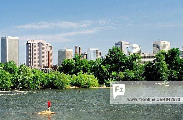 Vereinigte Staaten von Amerika  USA  Mann  Großstadt  Hauptstadt  Fluss  angeln  Virginia  Fokus auf den Vordergrund  Fokus auf dem Vordergrund  Richmond London Borough of Richmond upon Thames
