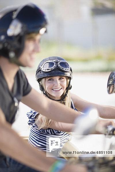 Frau auf dem Motorrad