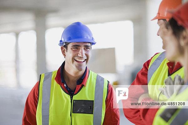Bauarbeiter haben Spaß