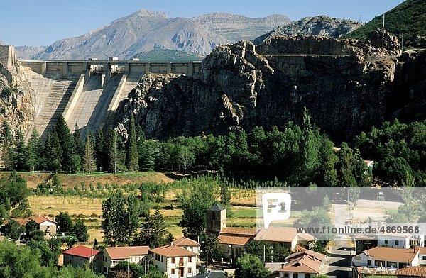 Dorf Damm Mond León Spanien