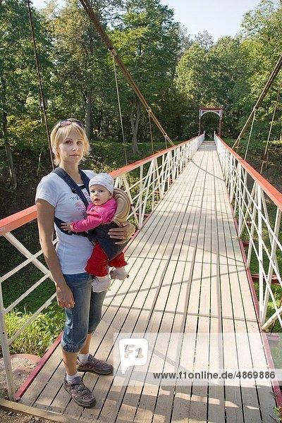 halten  Brücke  Fahrgestell  Mutter - Mensch  Baby  Fahrradgepäckträger  Gepäckträger  Tragetuch