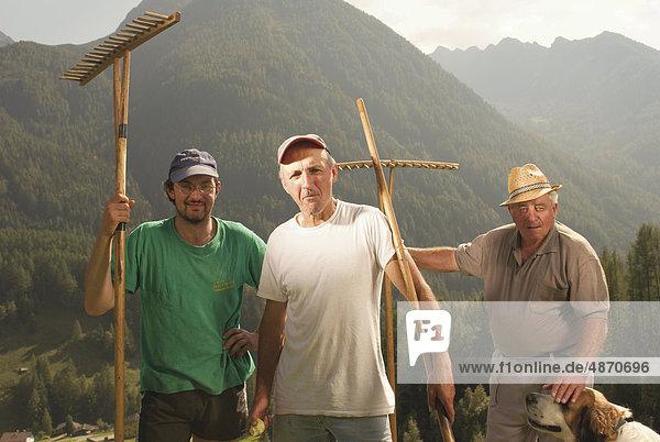 Drei Biobauern  Ahrntal  Südtirol  Italien  Europa