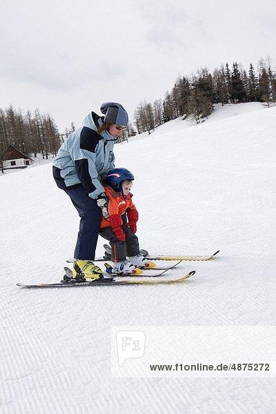 Junge - Person  klein  lernen  Ski