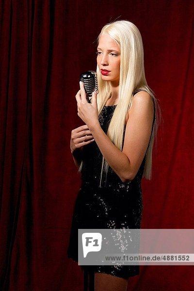Sänger  jung  Anfang  Mädchen  blond