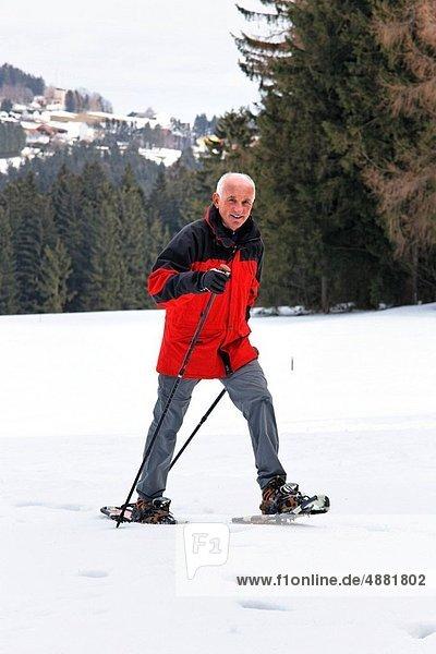 Winter  Mann  Senior  Senioren  Schuh  wandern  Schnee