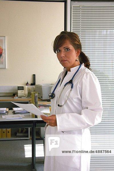 Arzt  jung