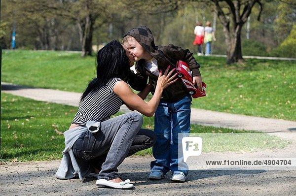 Sohn  halten  Mutter - Mensch