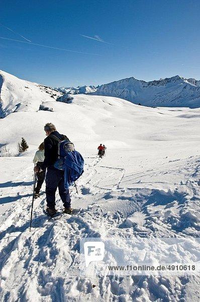 Führung  Anleitung führen  führt  führend  Schneeschuh  Wald  Tagesausflug  Bregenz