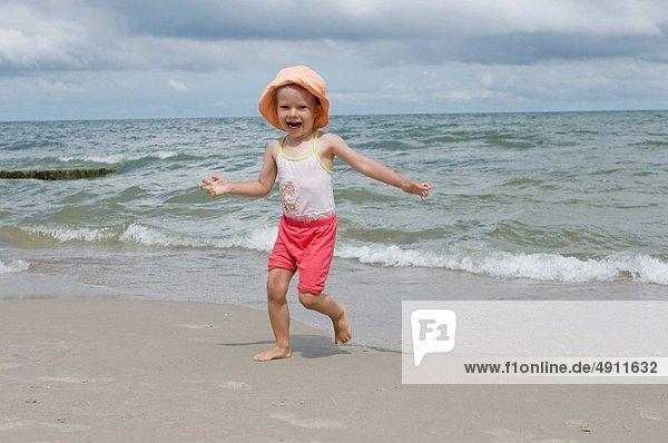 Strand  klein  Mädchen