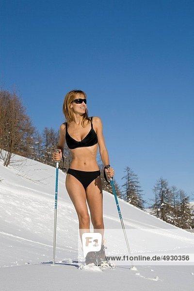 Frau  Bikini  Schnee