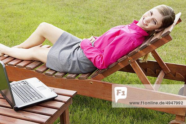 Geschäftsfrau Notebook Entspannung Stuhl Geschäftsfrau,Notebook,Entspannung,Stuhl