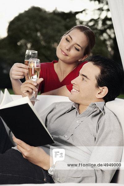 zuprosten anstoßen Champagner