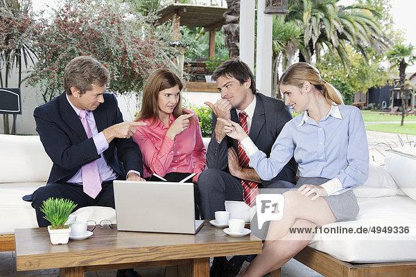 zeigen Geschäftsbesprechung Besuch Treffen trifft Wirtschaftsperson Business