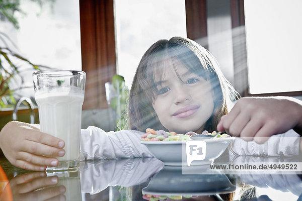 Mädchenbildnis mit einem Glas Milch mit Getreide Mädchenbildnis mit einem Glas Milch mit Getreide