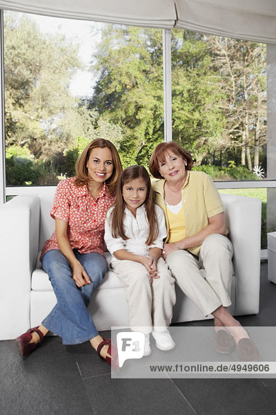 sitzend Portrait Großmutter Mädchen Mutter - Mensch sitzend,Portrait,Großmutter,Mädchen,Mutter - Mensch