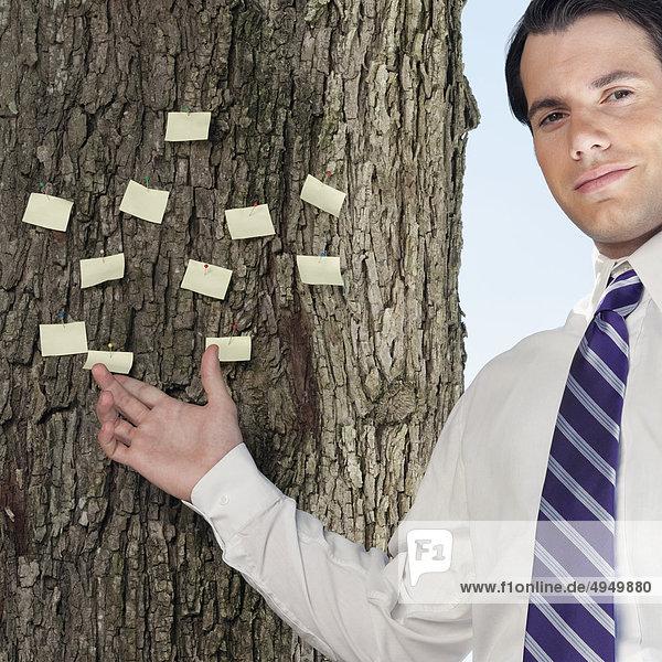 kleben zeigen Geschäftsmann Baum Klebstoff