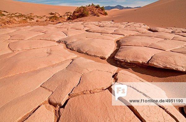 nahe Nationalpark Sonnenaufgang Dorf Sand Death Valley Nationalpark bedecken Erosion glatt flach Düne Kalifornien