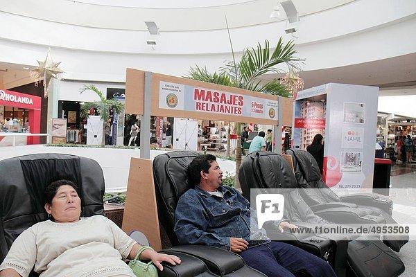 Einkaufszentrum  Frau  Mann  Entspannung  ruhen  Hispanier  kaufen  Mexiko  Atrium  Cancun  Quintana Roo  Rest  Überrest