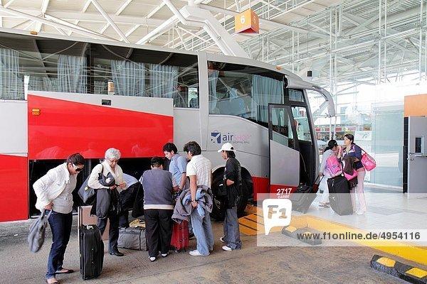 Frau Mann Hispanier Gepäck Passagier Omnibus Mexiko Cancun Quintana Roo