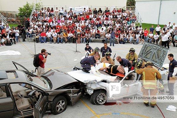 Rettung  Jugendlicher  Junge - Person  fahren  Hispanier  Publikum  Student  trinken  Verletzung  Schauspieler  Mädchen  Tod  Florida  Miami Beach  Abschlussball