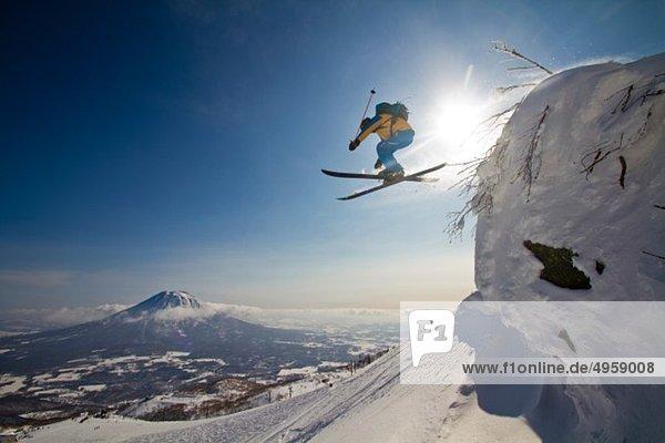 Japan  Hokkaido  Niseko  Männerskifahren