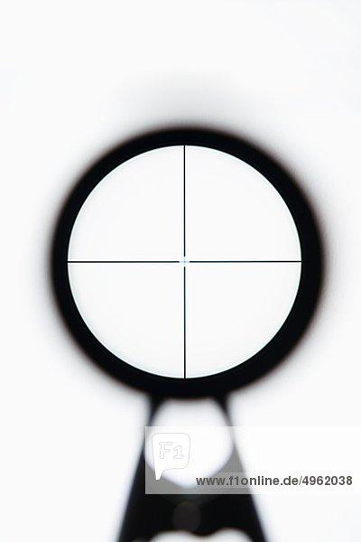 Nahaufnahme-Gewehr Blick against white background