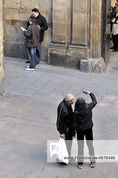 Frau  Fotografie  nehmen  Palast  Schloß  Schlösser  5  Barcelona  Katalonien  Spanien