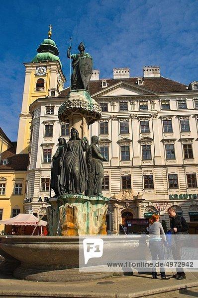Wien  Hauptstadt  Springbrunnen  Brunnen  Fontäne  Fontänen  Europa  Tourist  Quadrat  Quadrate  quadratisch  quadratisches  quadratischer  Mittelpunkt  Österreich  Zierbrunnen  Brunnen  Freyung