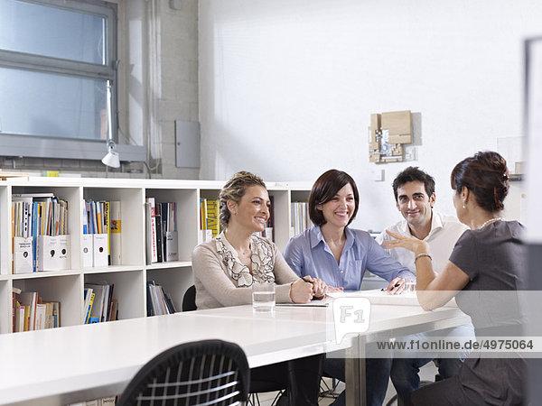Gruppentreffen im Architekturbüro