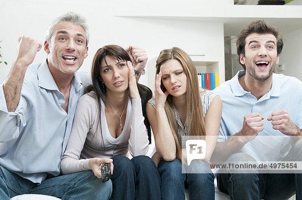 Aufregung und Langeweile im Fernsehen