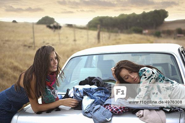 warten  2  Mädchen
