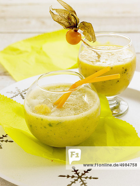 Ananas-Physalis punch