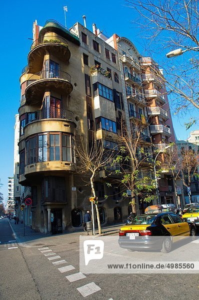 Schrägansicht schräg Europa Straße Barcelona Ortsteil Spanien