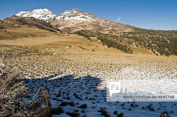 Vulkan  Fokus auf den Vordergrund  Fokus auf dem Vordergrund  Ansicht  Schnee