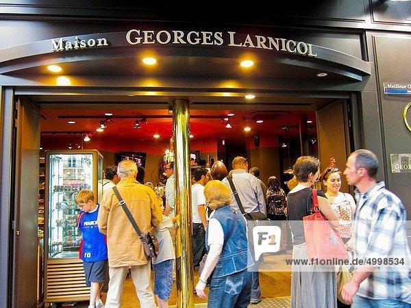 Paris Hauptstadt Frankreich Mensch Menschen französisch kaufen Schokolade Heiligtum Laden Ortsteil