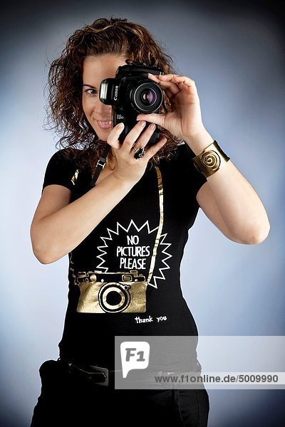Young brunette woman taking pictures