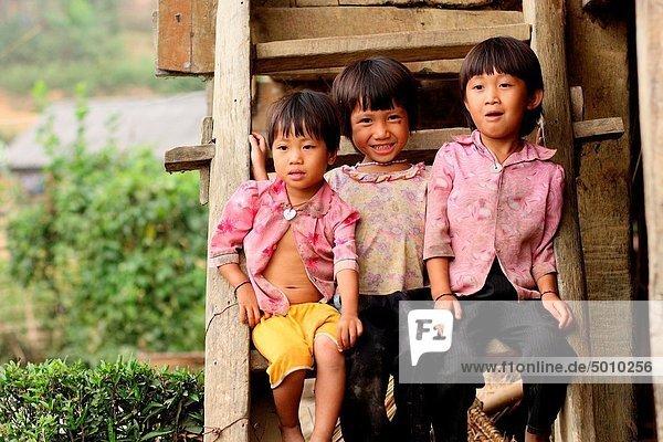 Berg  klein  Dorf  3  Mädchen  Ethnisches Erscheinungsbild  Vietnam
