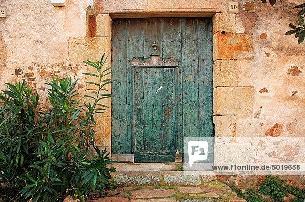 Detail Details Ausschnitt Ausschnitte Wohnhaus Tür Stadt Katalonien Costa Brava alt Spanien Tossa de Mar