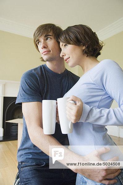 umarmen Kaffee Eigentumswohnung neues Zuhause