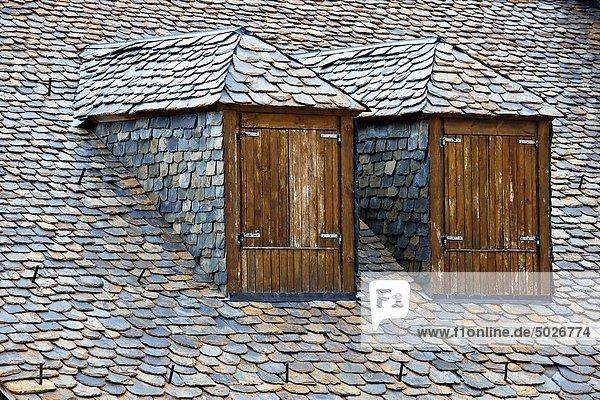 Dach typisch Katalonien Pyrenäen Schieferplatte Spanien