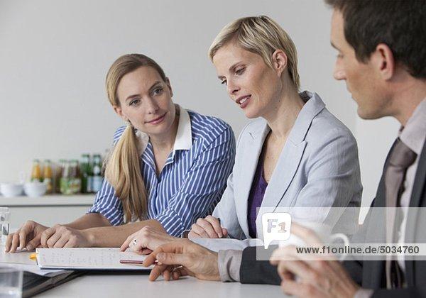 Geschäftsbesprechung im Konferenzraum