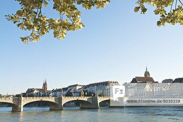 Schweiz  Basel  Rheinbrücke mit Basler Dom im Hintergrund Schweiz, Basel, Rheinbrücke mit Basler Dom im Hintergrund