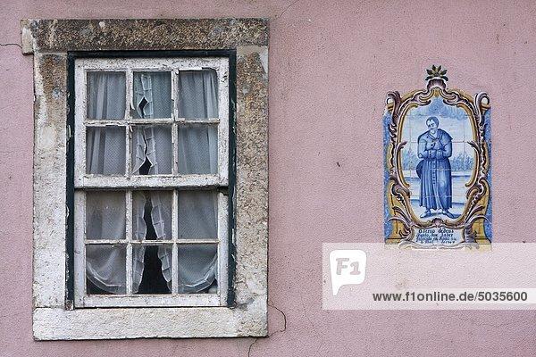 Portugal  Lissabon  Fenster und Azulejo im Bairro Alto Bezirk Portugal, Lissabon, Fenster und Azulejo im Bairro Alto Bezirk