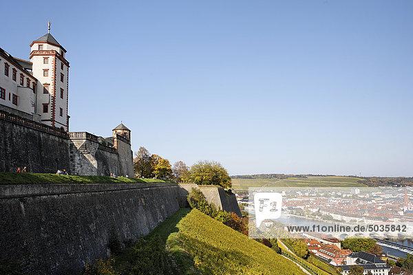 Deutschland  Bayern  Franken  Würzburg  Blick auf die Festung Marienberg